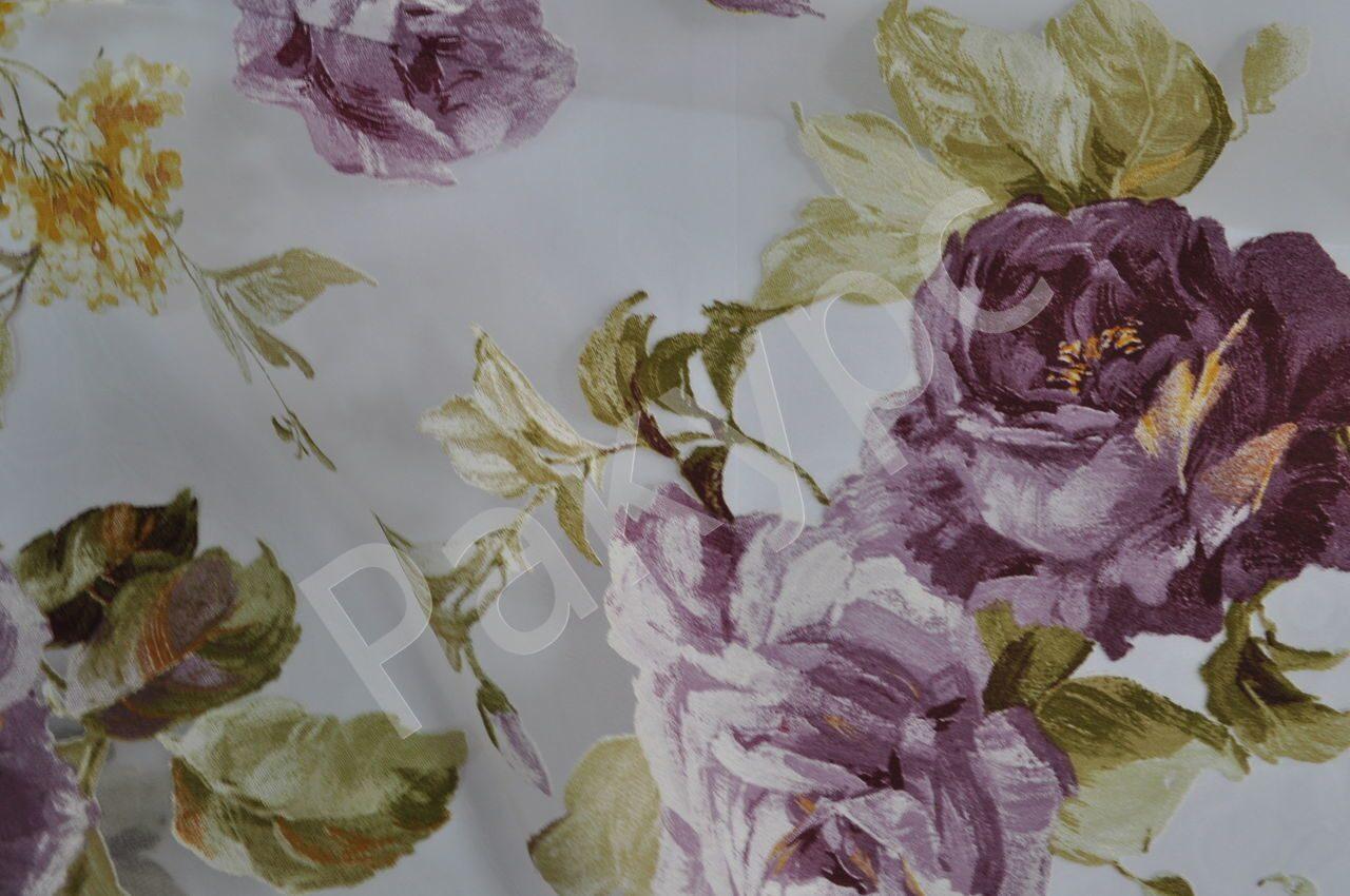 Букеты из роз на тюлевой ткани